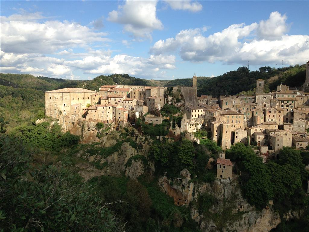 Sorano, fotografiert von den Grotte di San Rocco