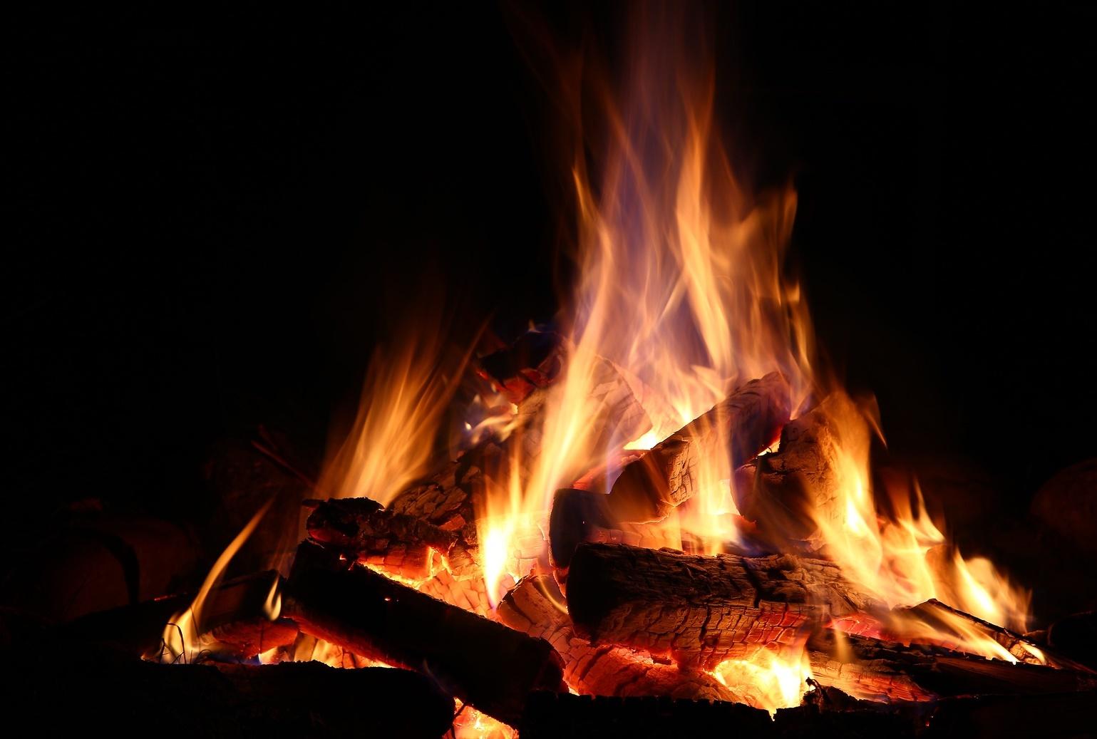Am Feuer Abends mit Michele und Paolo