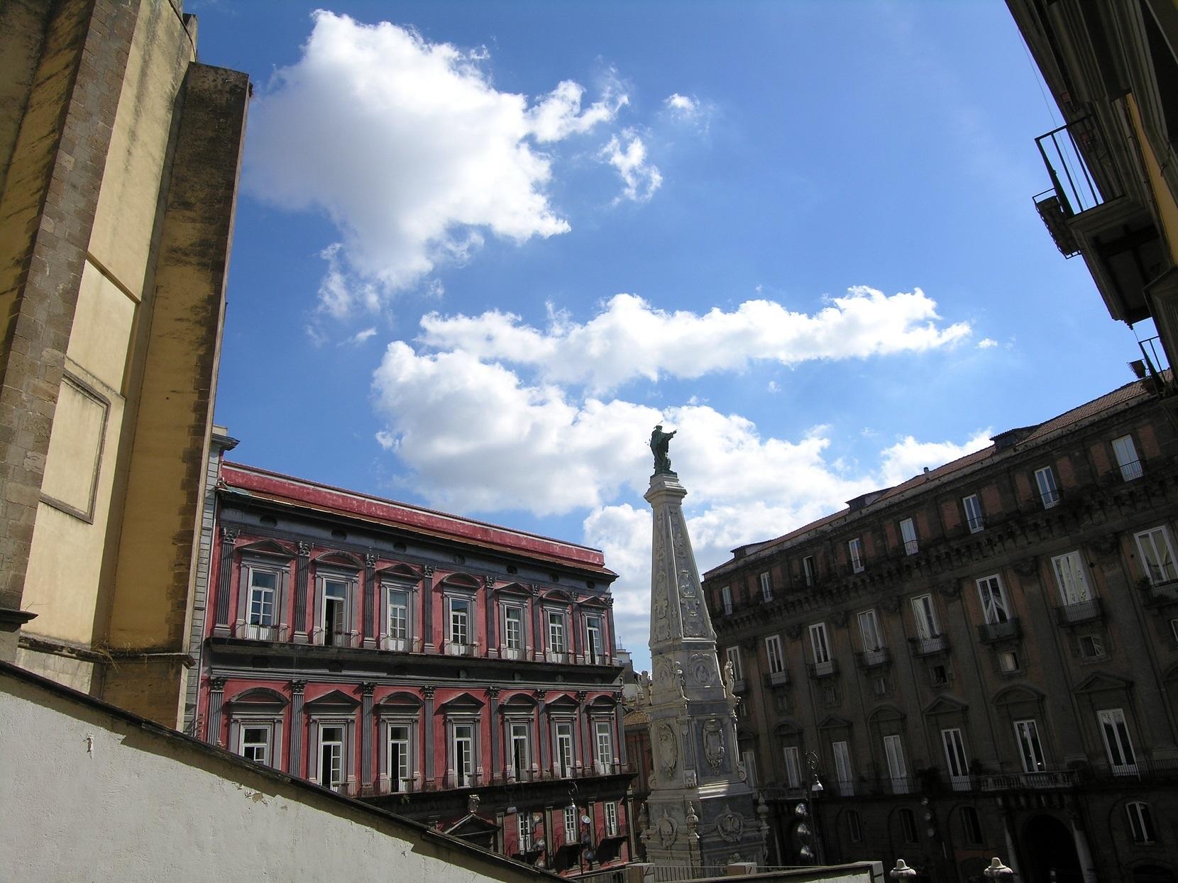 Napoli, Piazza San Domenico Maggiore, Spaccanapoli