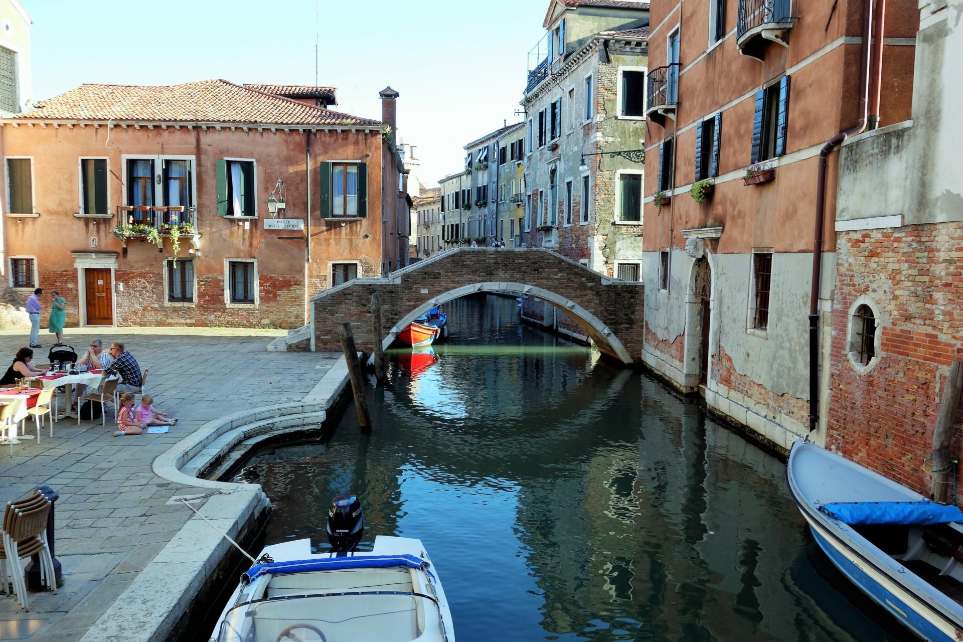 So ist Venedig gebaut, sorgfältig über dem WasserAlle Erwartungen erfüllt.