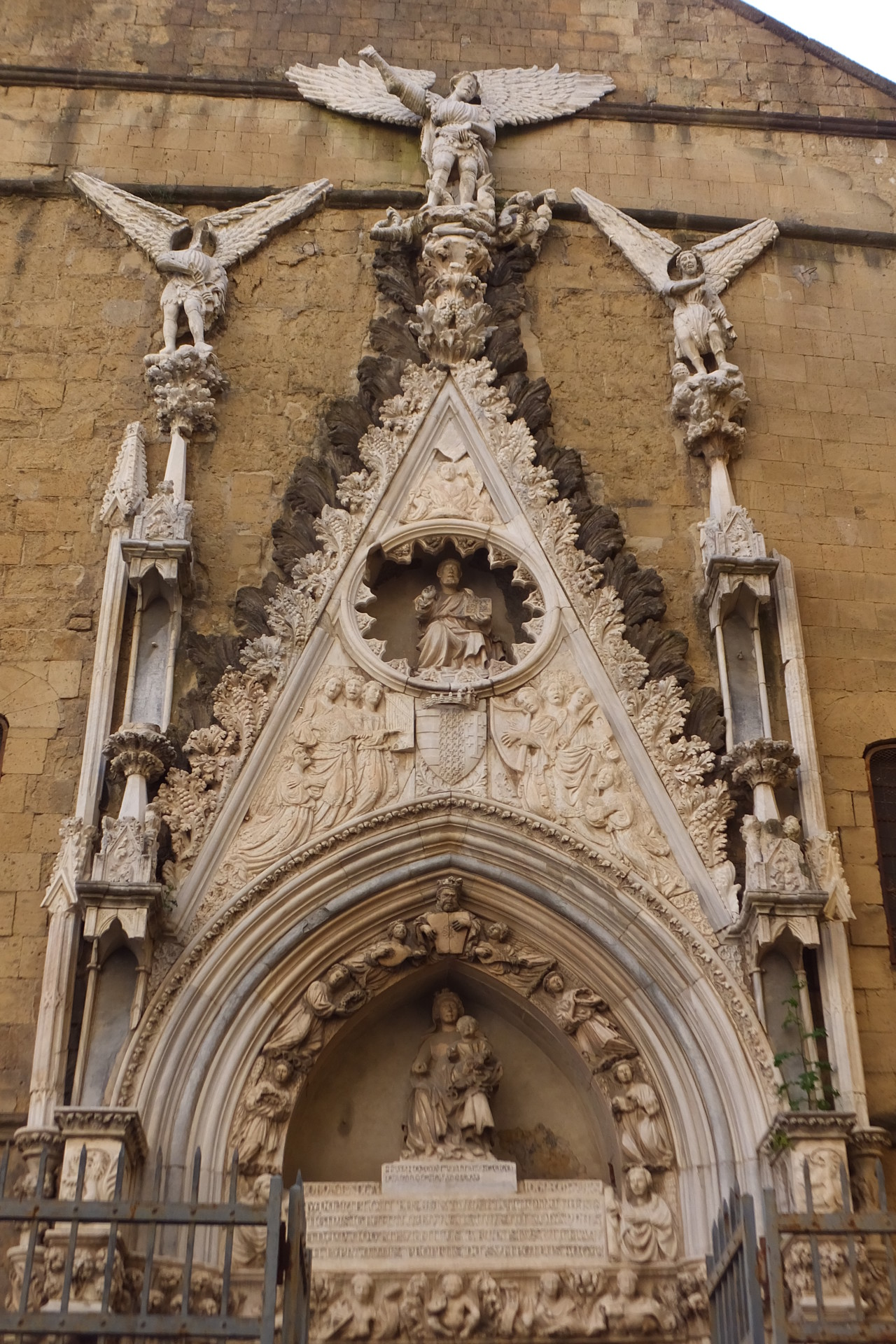 Rückwärtiges Portal San Giovanni Maggiore Pignatelli