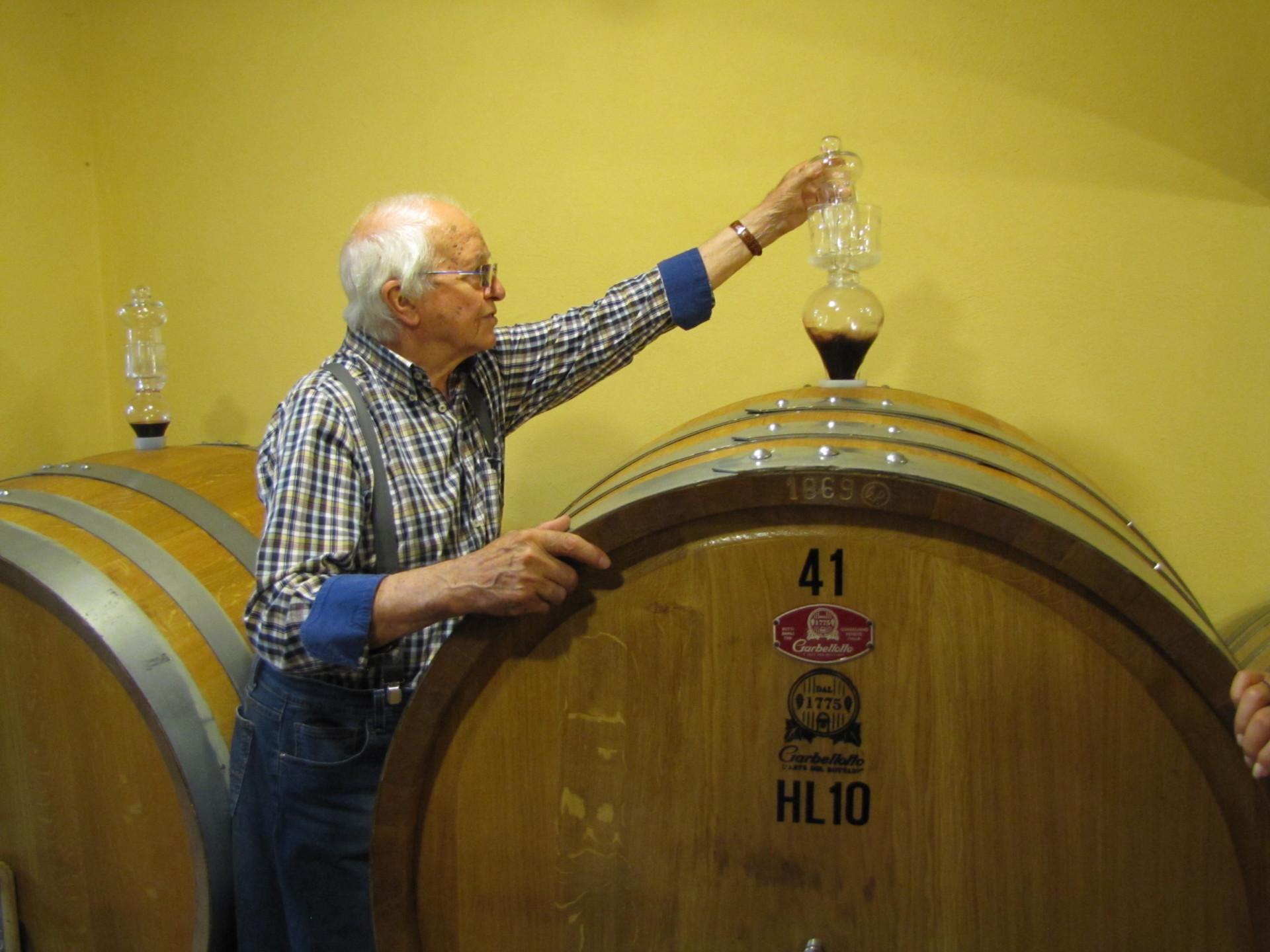 Im Weinkeller, beim Patron, Pionier Romeo Bruni *