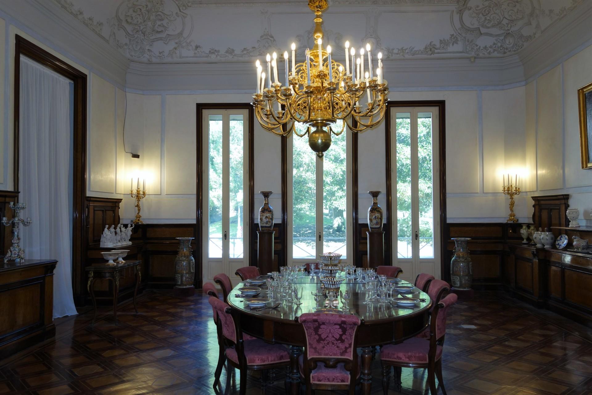 Villa Plignatell,i Esszimmer