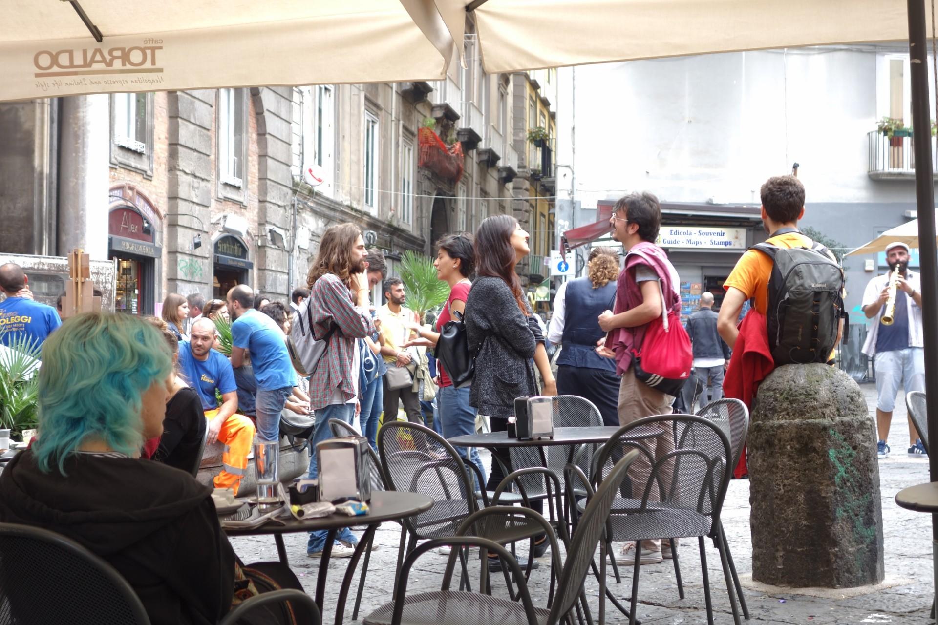 Im centro storico, Piazza San Domenico Maggiore