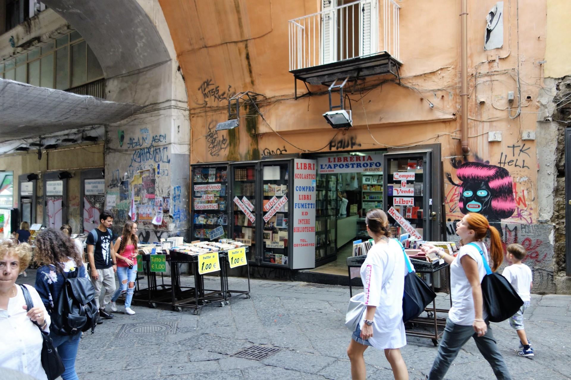 Piazza Dante, die Buchhändler