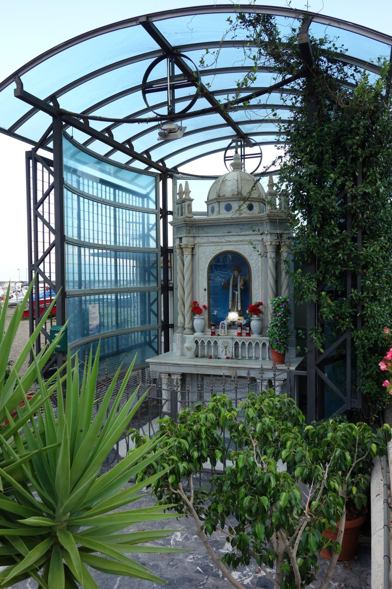 Überall die Madonnen-Altare - hier auf der Mergellina