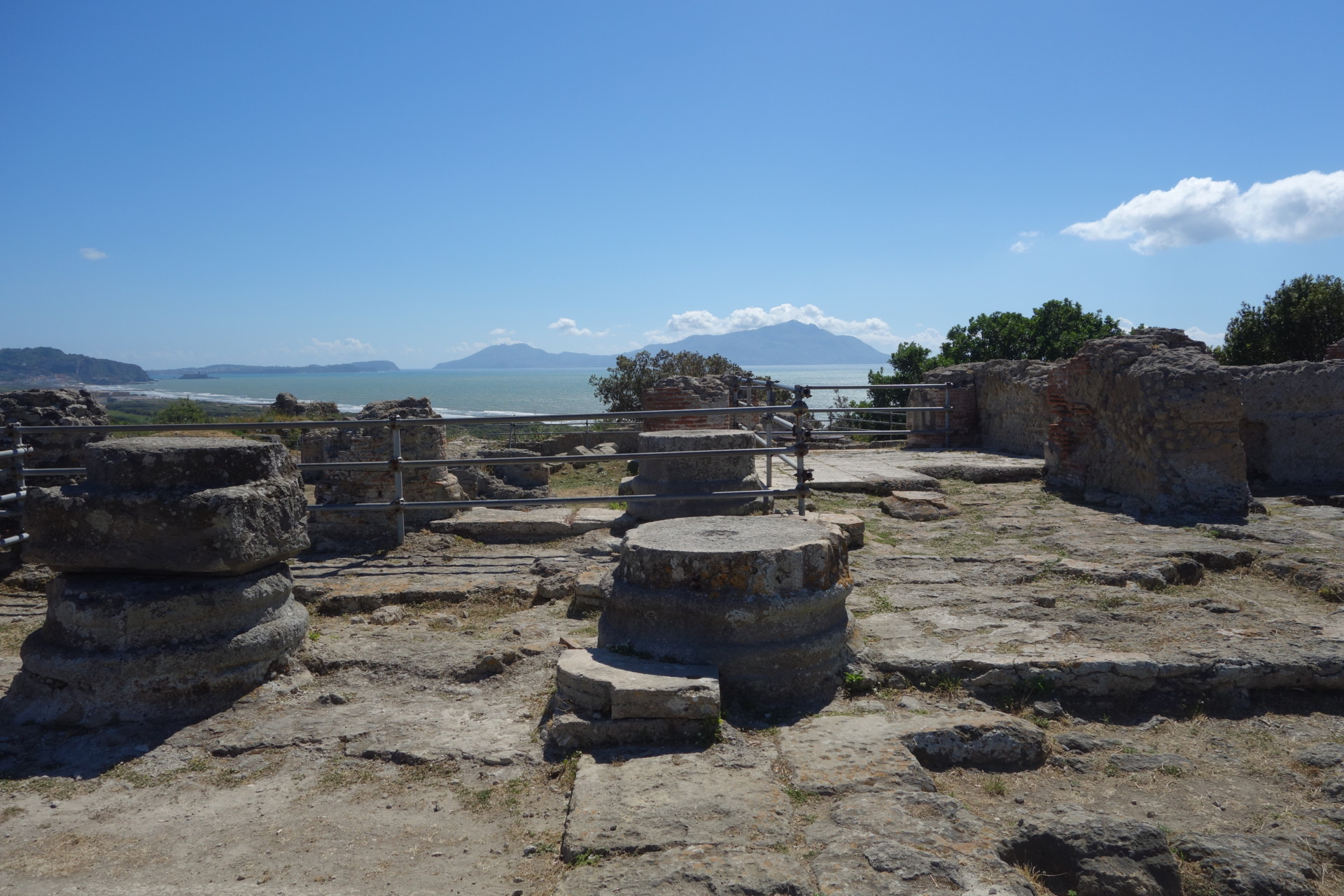 Akropolis in Cumae, Blick auf Ischia
