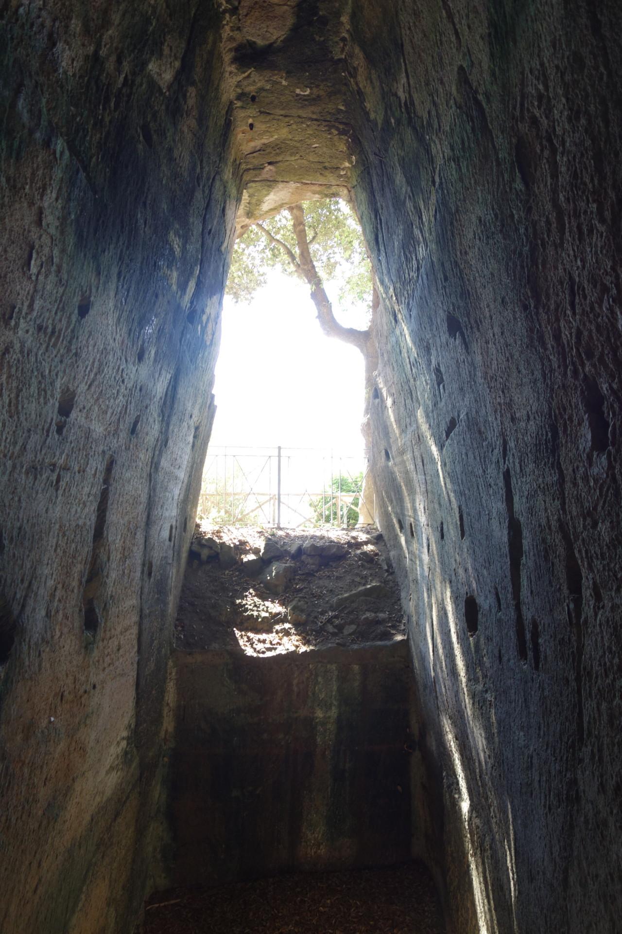 Ausstieg aus der Grotte der Sibylle, durchs Seitenfenster