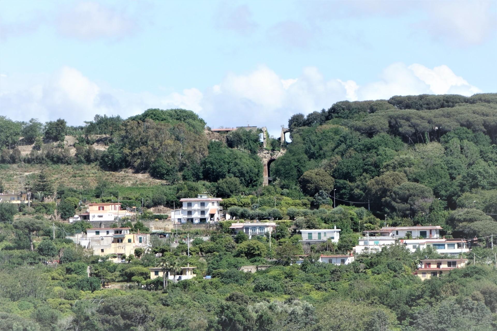 Cumae, Blick zum Arco Felice, zum Bogen des Glücks