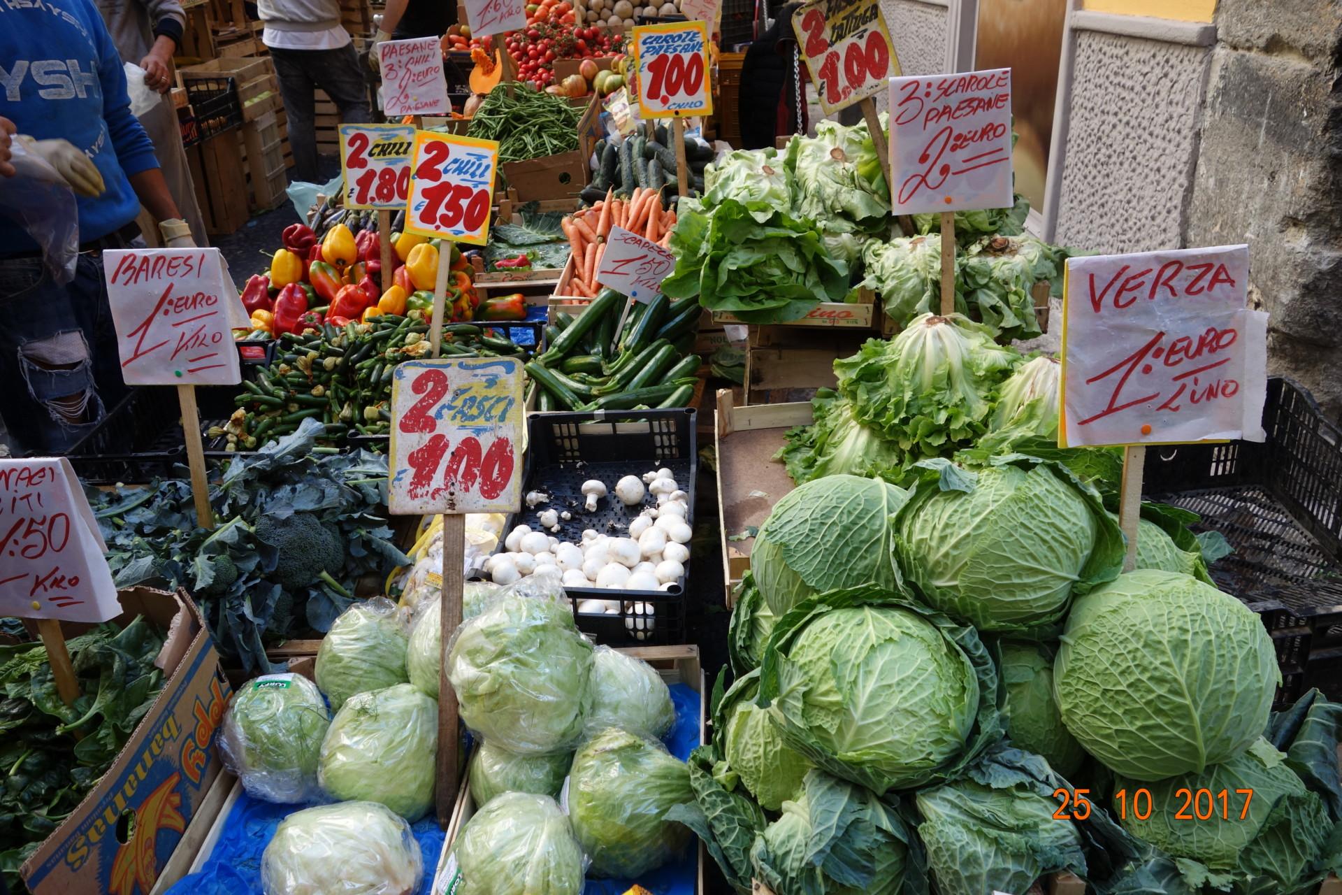 Immer frisch, das Gemüse aus der Lava - Erde