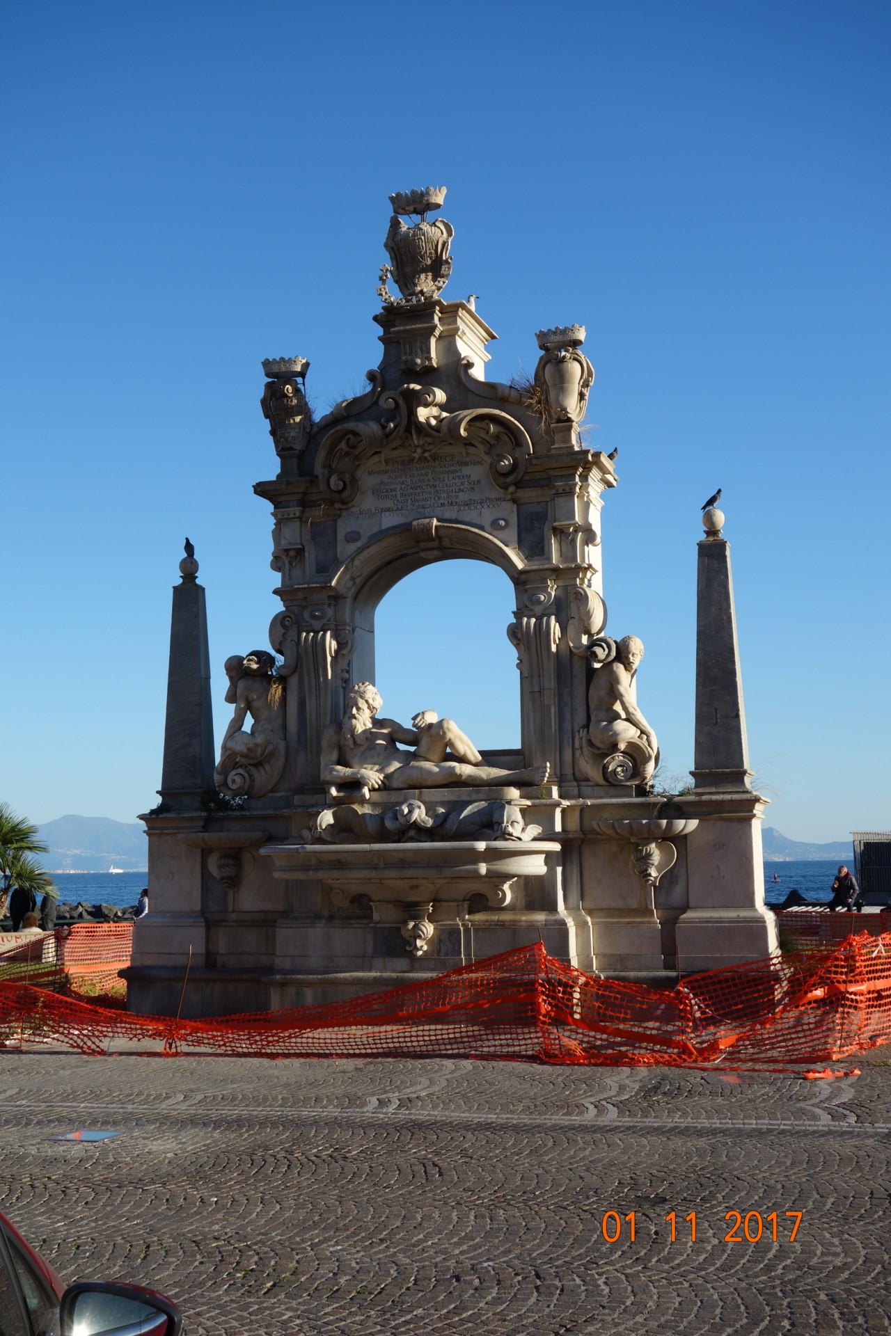 Neapel Sebeto - Brunnen auf dem Lungomare Caracciolo