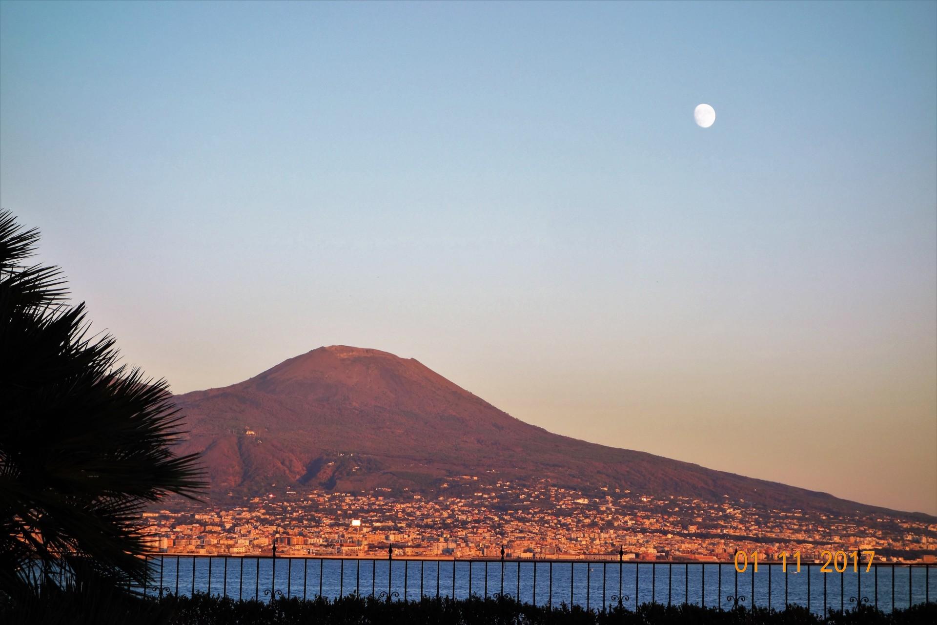 Vesuv im Abendlicht