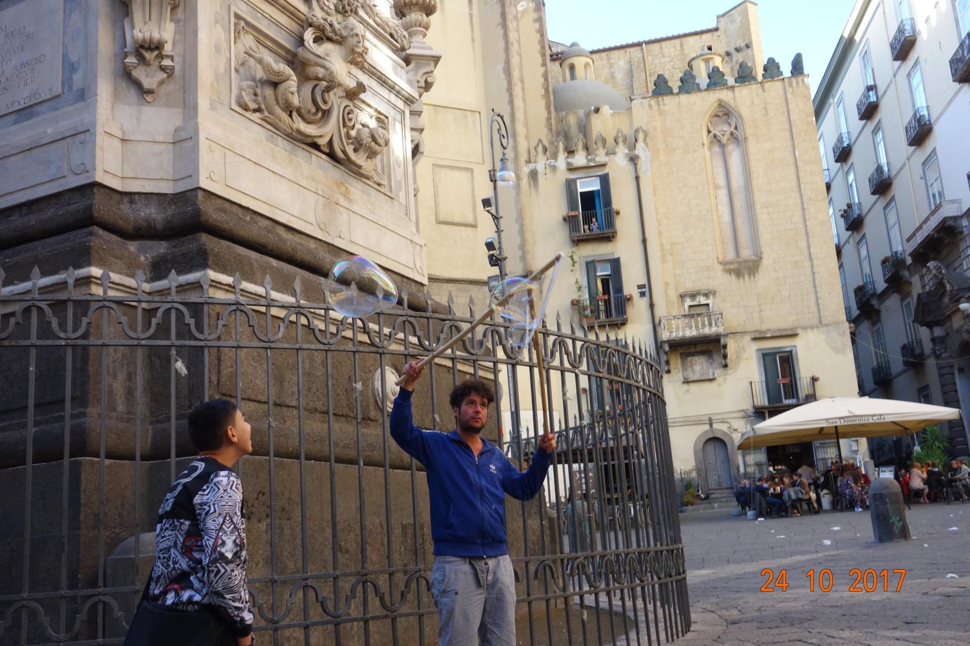 Immer was los auf der Piazza San Domenico Maggiore