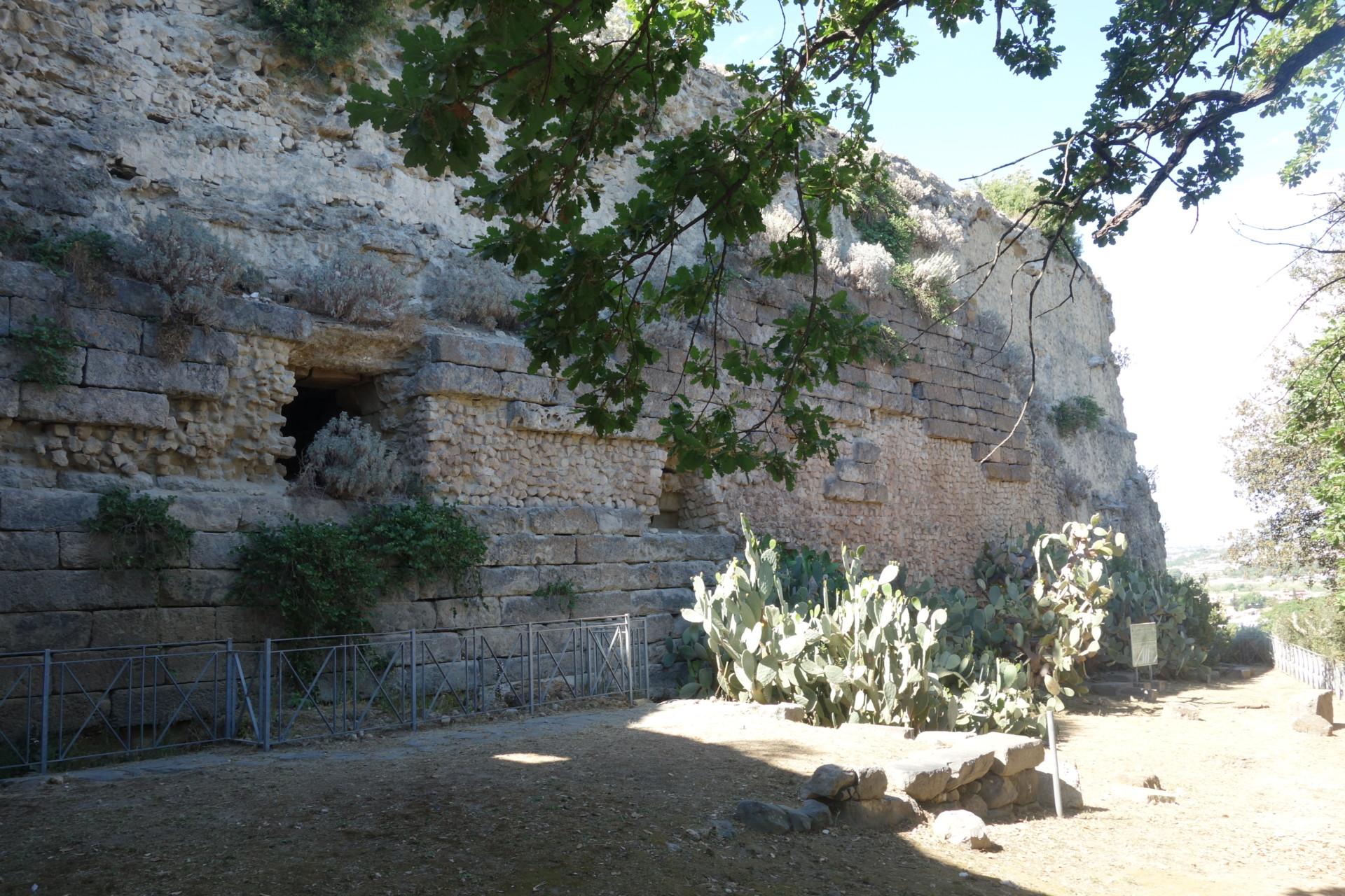 römische Mauern - Cumae