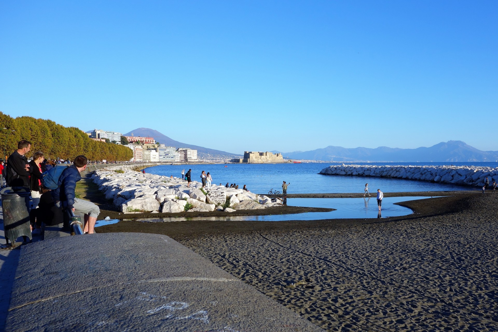 Auf dem Weg von der gemütlichen Spaziermeile entlang dem Meer, der Mergellina, ins centro storico