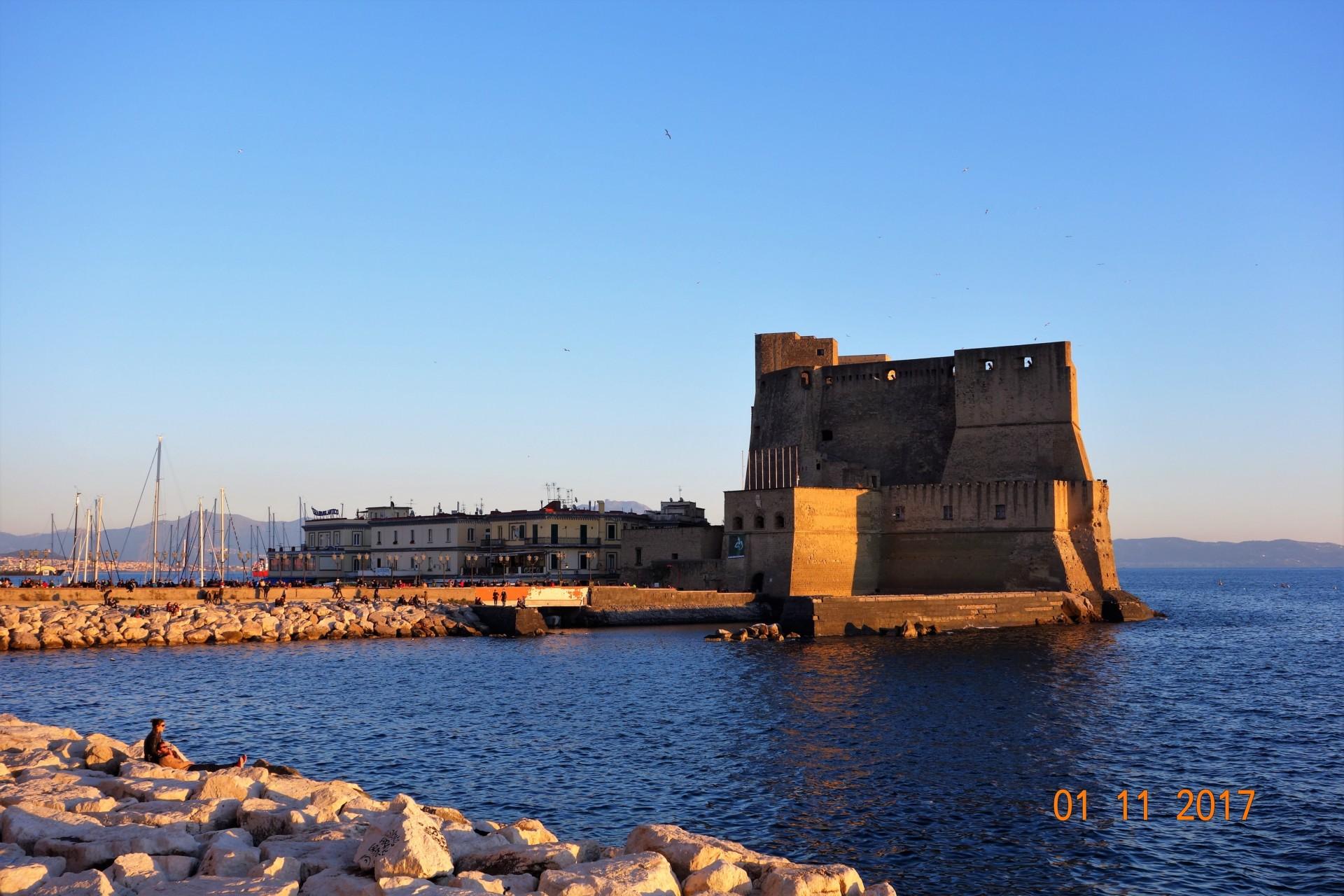 Nap. Das Castel dell'Ovo einmal anders