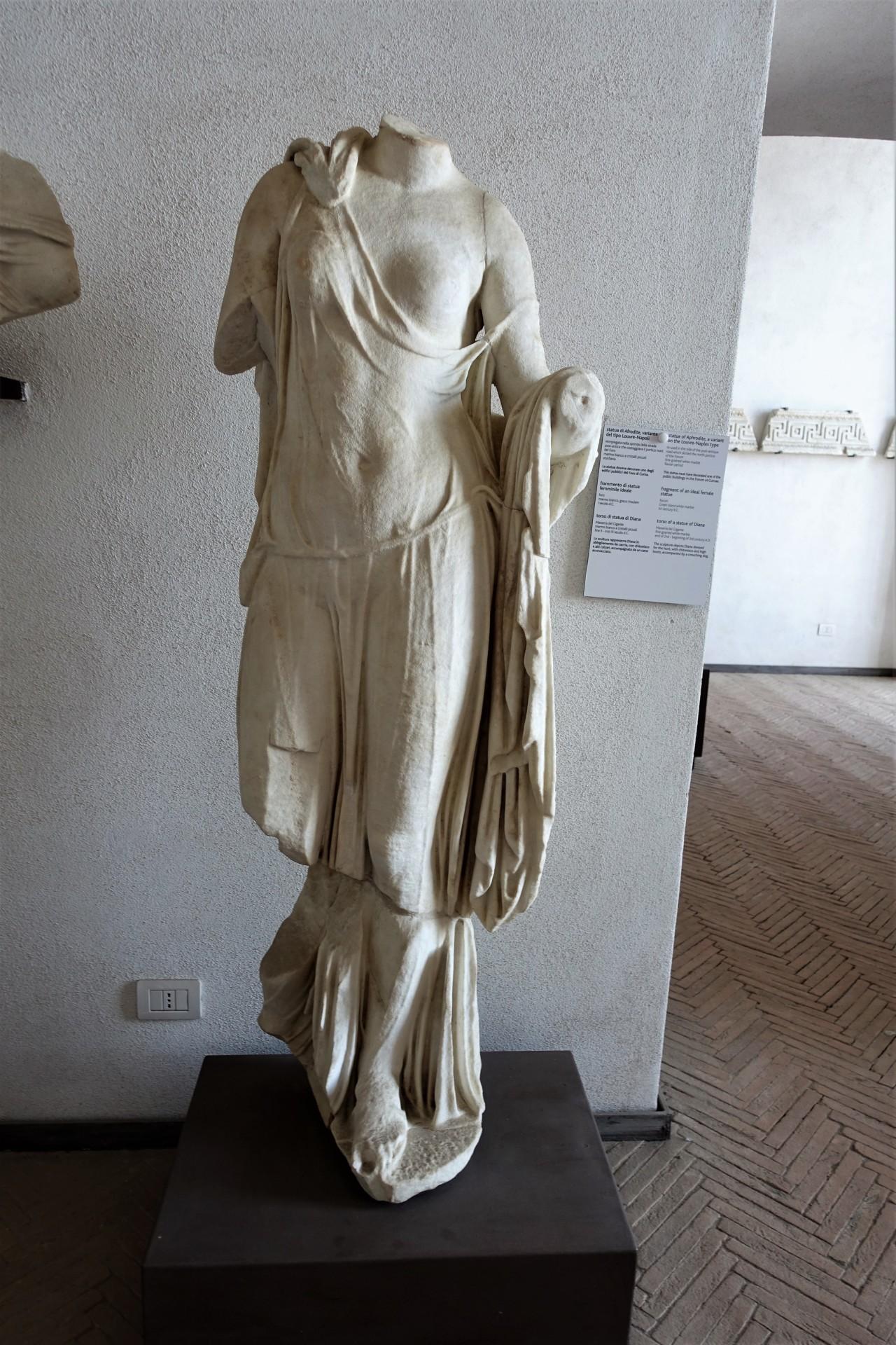 Betörende Römerin im Museum von Baia