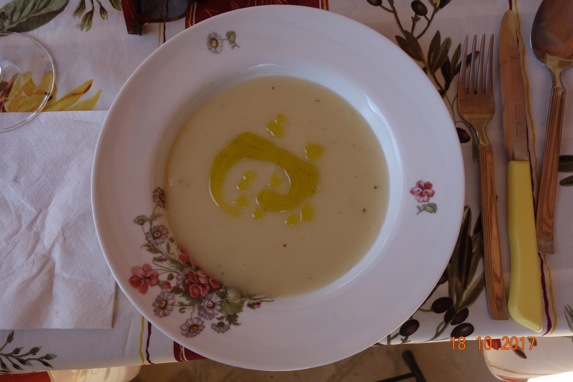 Kartoffelcrème mit einem Faden Olivenöl, ein Renner