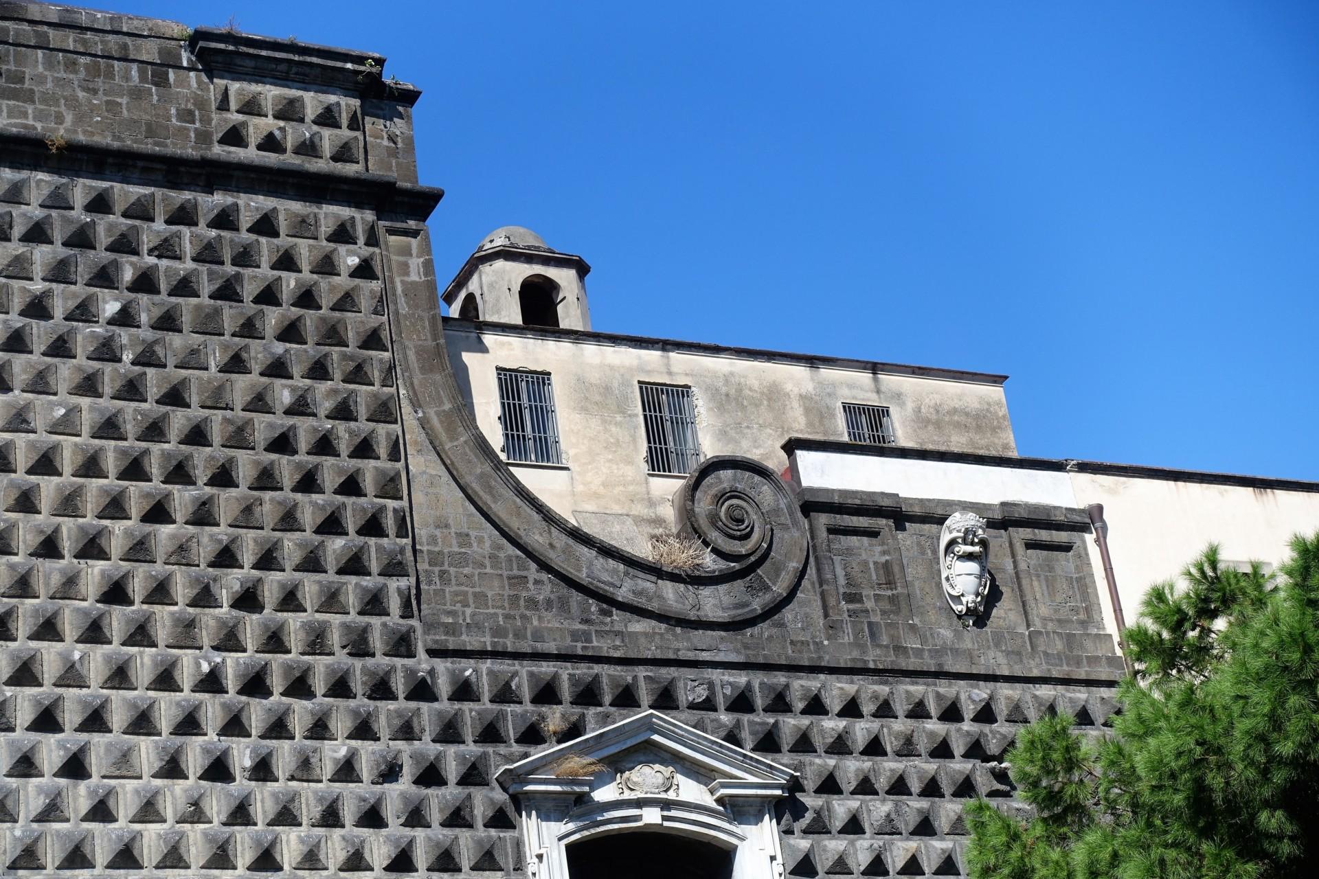 Teilansicht der Fassade von Gesù Nuovo