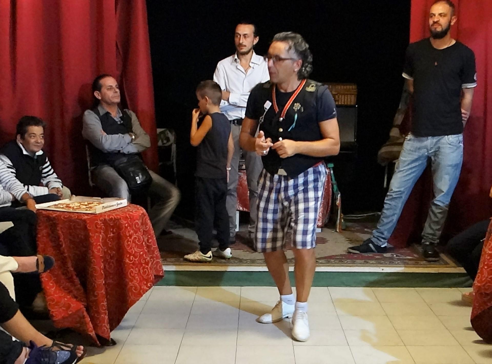 Angelo erklärt die Tarantella
