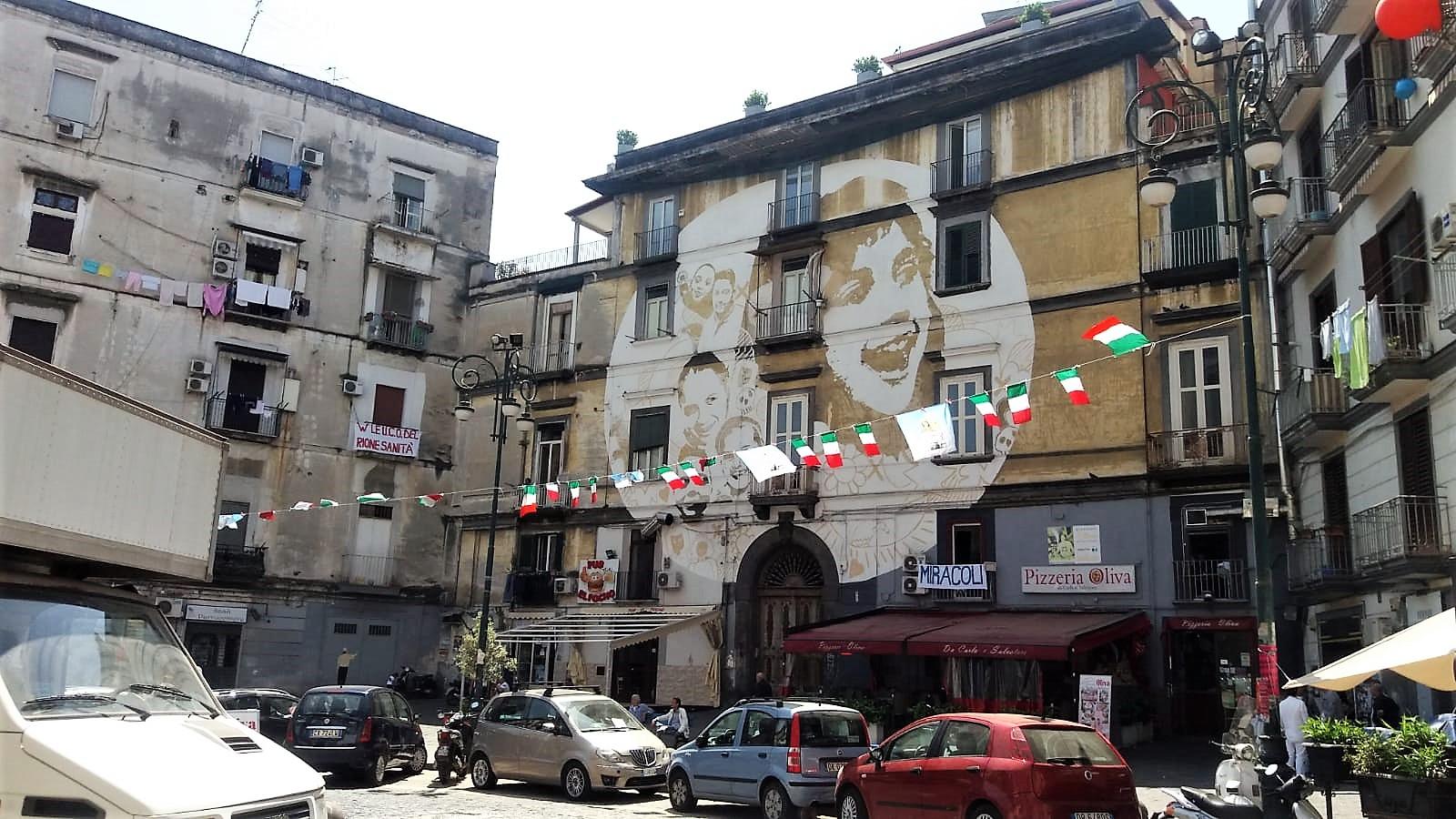 Platz vor der Kirche Santa Maria della Sanità