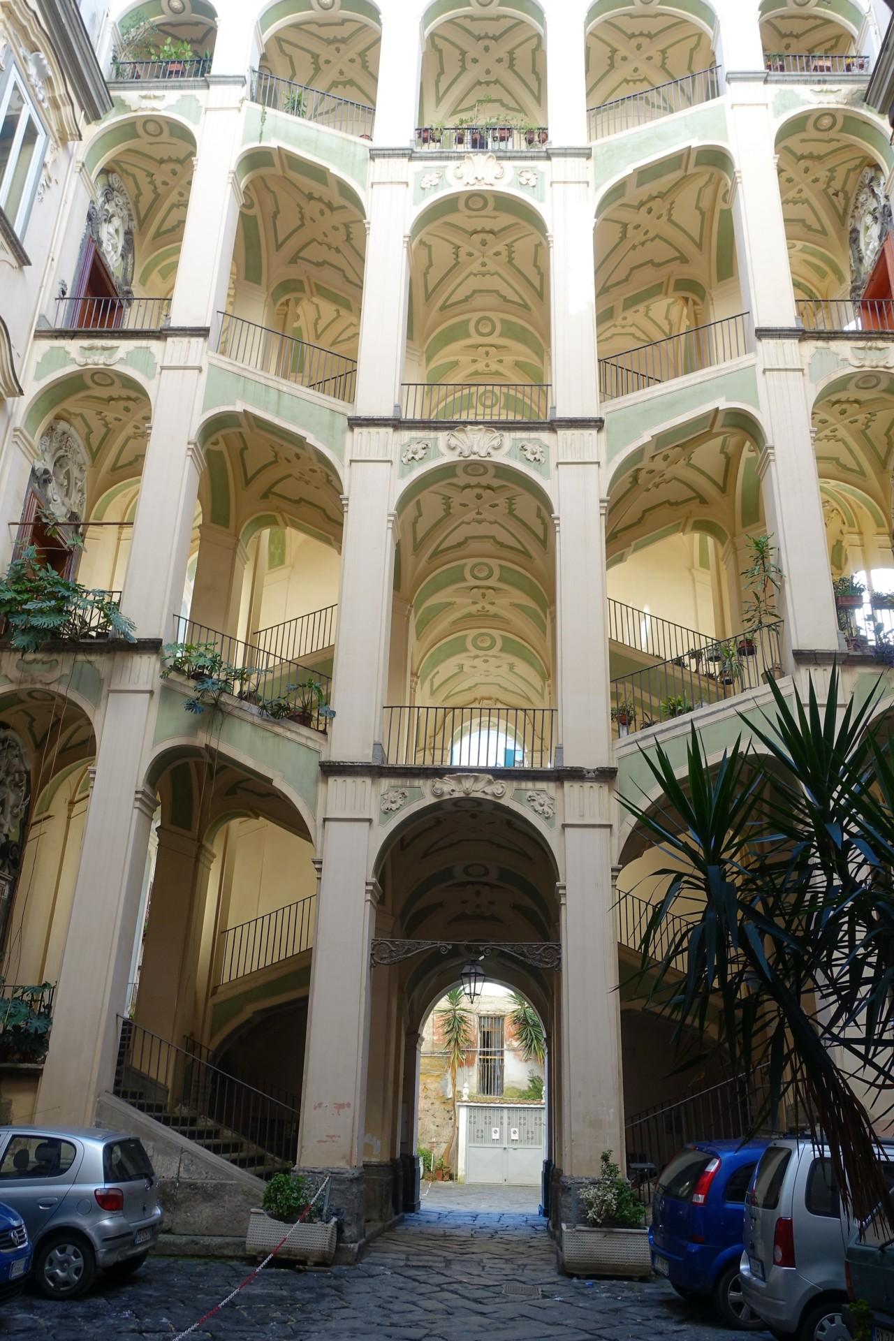 Sanità, Treppenhaus von Ferdinando Sanfelice, Napoli Sanità