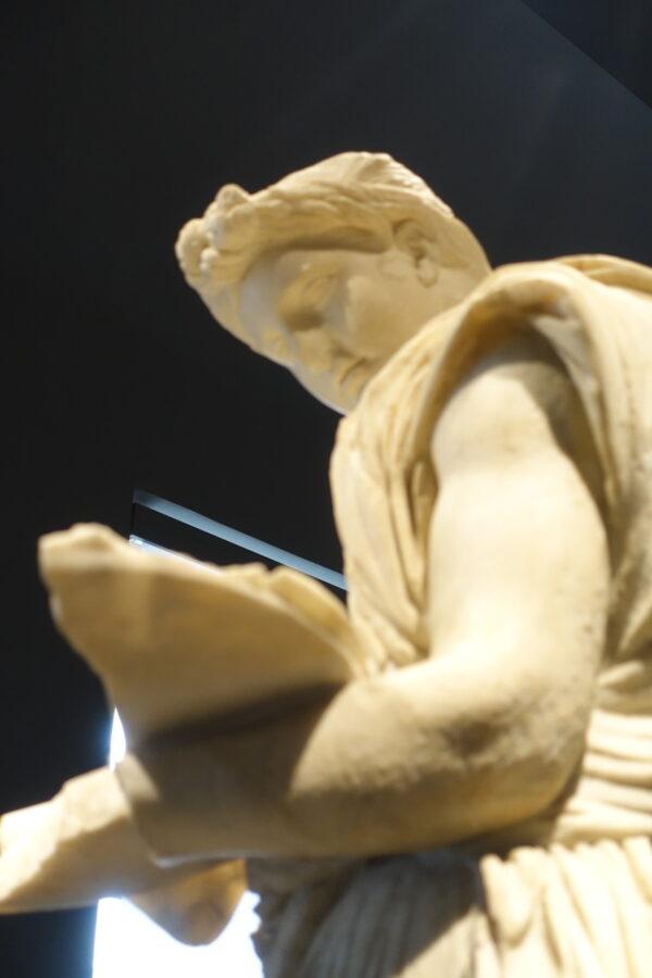Blick in die Bücher, vorwärts oder zurück? Im Palazzo Massimo