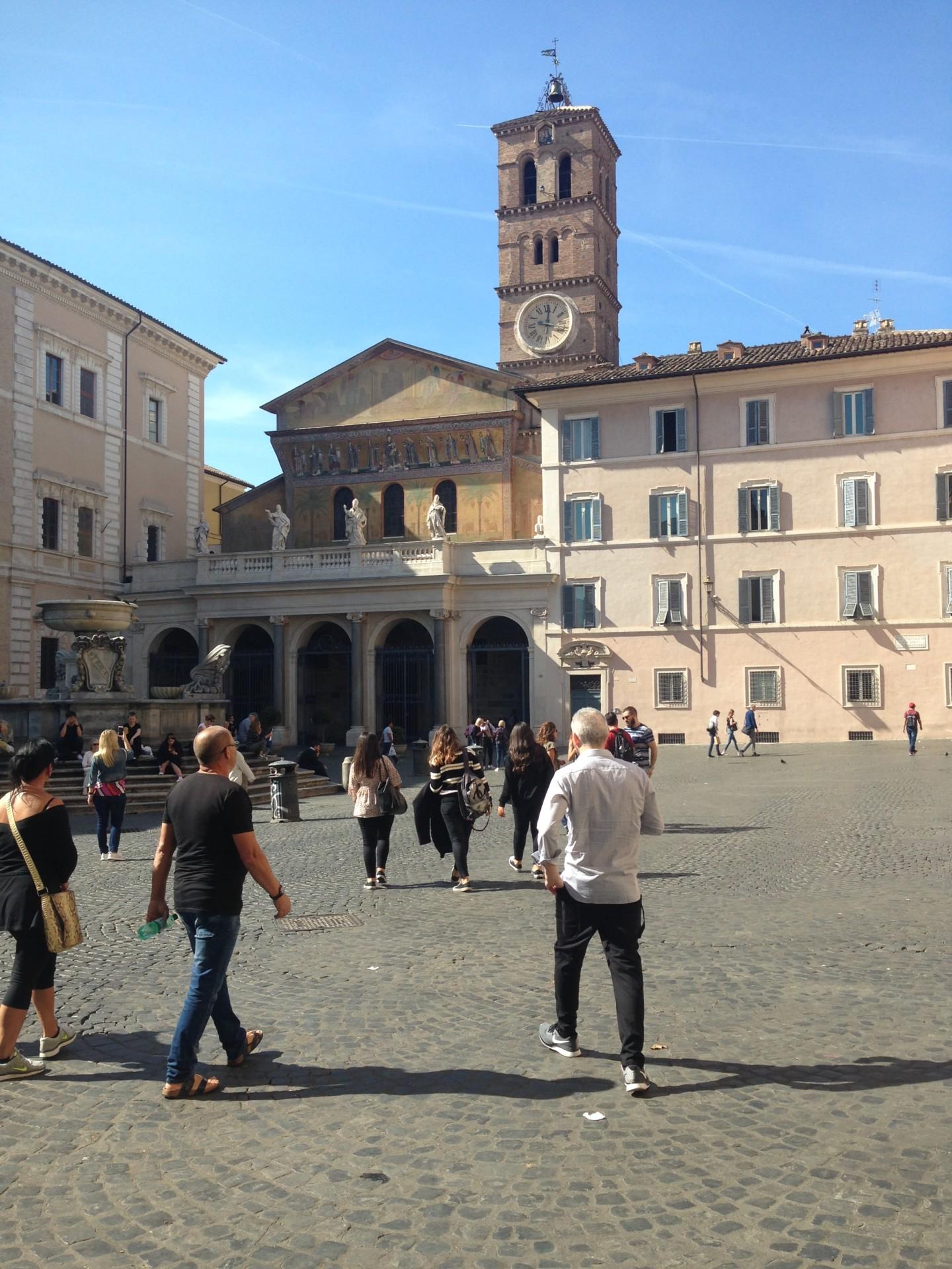 Unterwegs in Rom in italisnisch - Vor Santa Maria in Trastevere