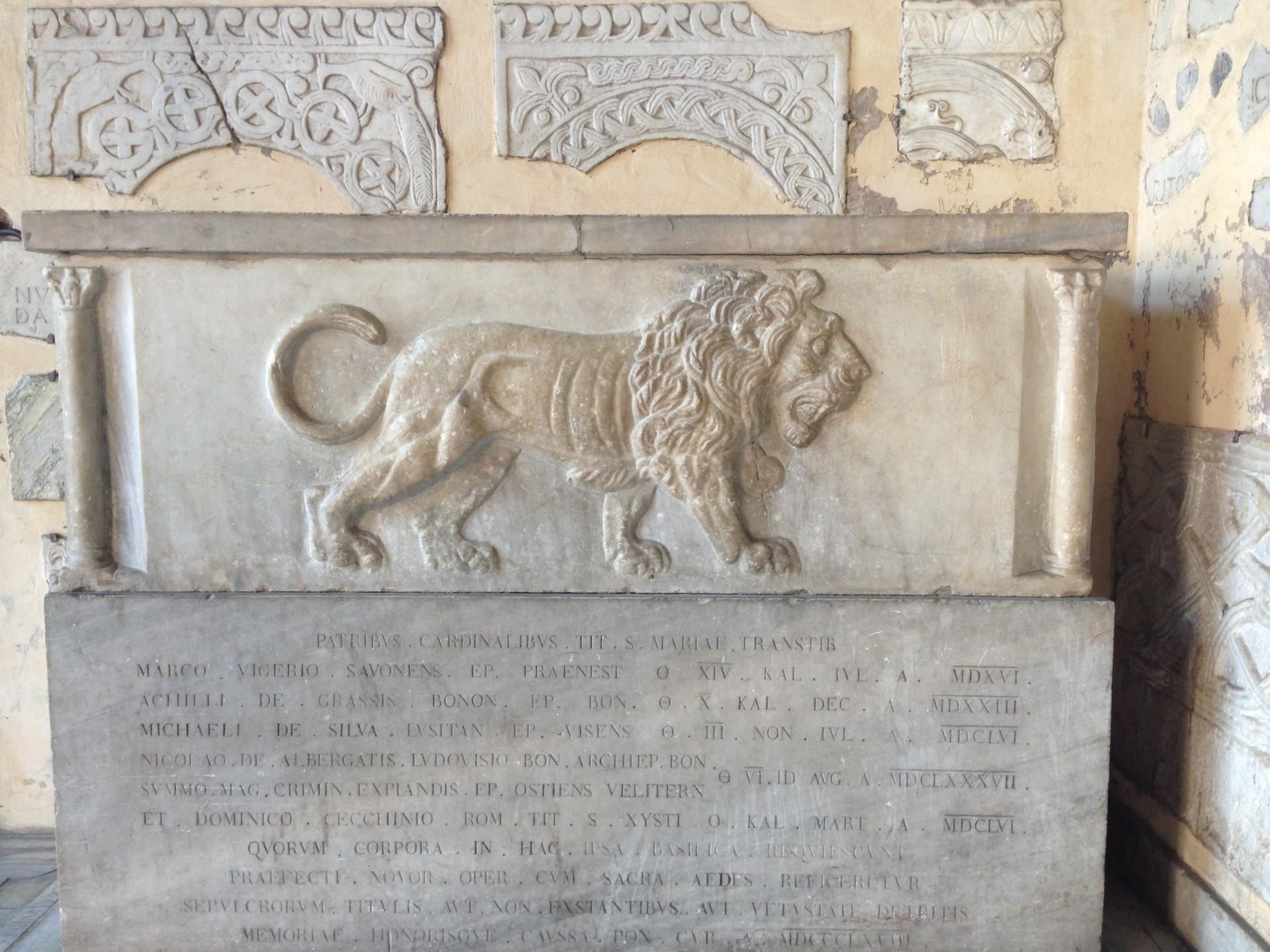 Löwe, links beim Eingan zu Santa Maria in Trastevere