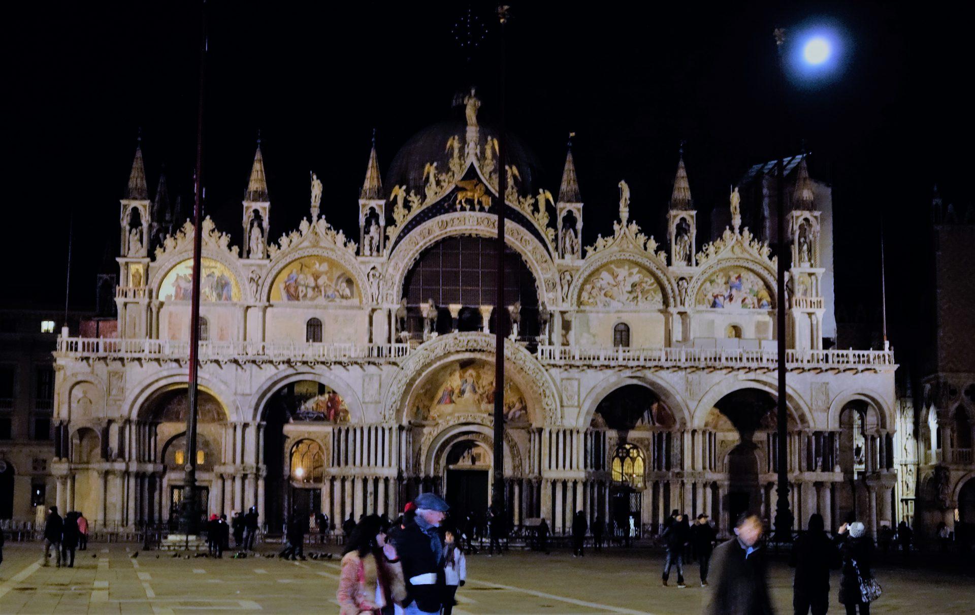 Die Basilica San Marco im Mondlicht