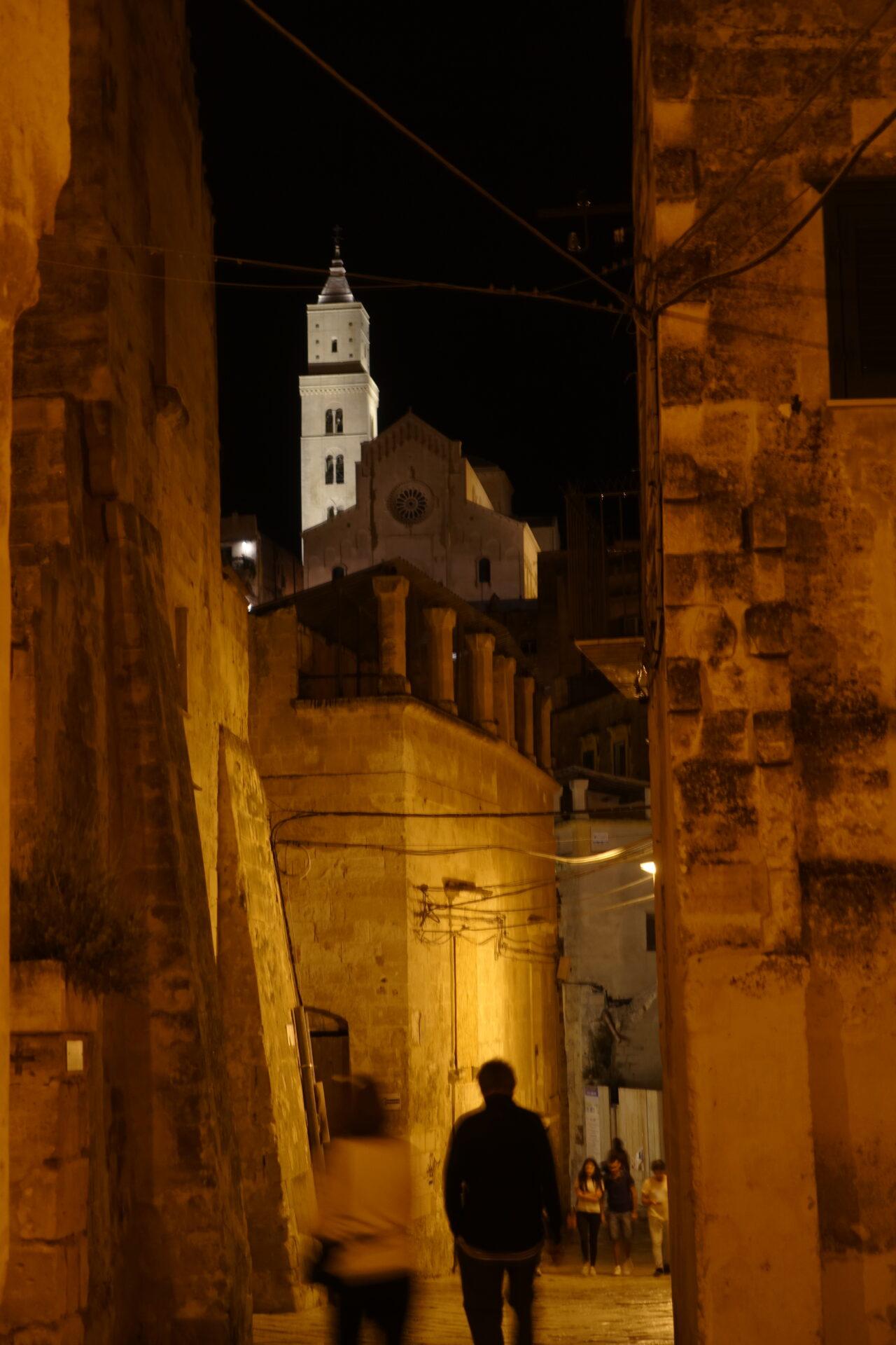 Nachts in den Gassen von Matera