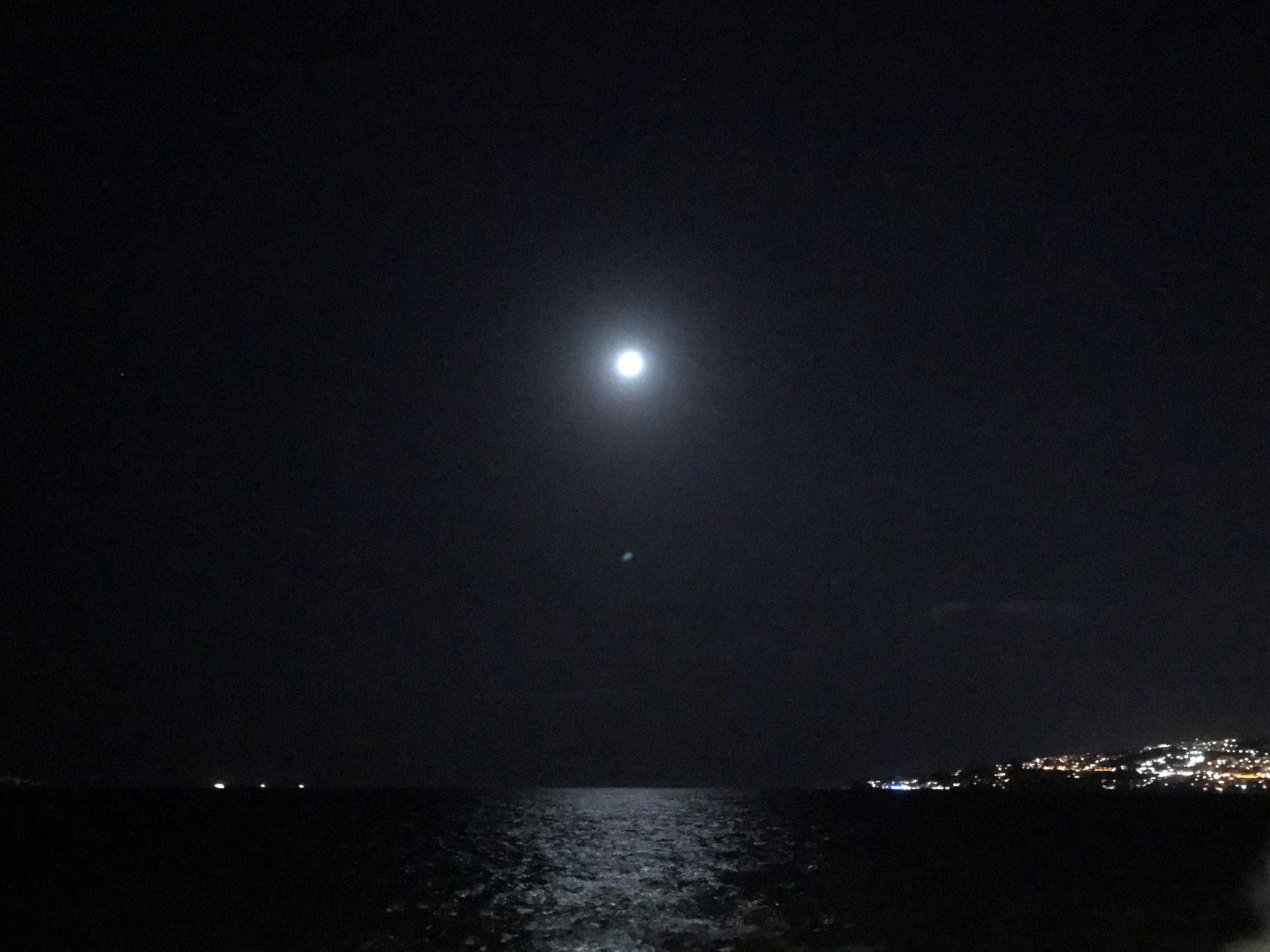 Nacht am Meer nahe dem Casteldell'Ovo