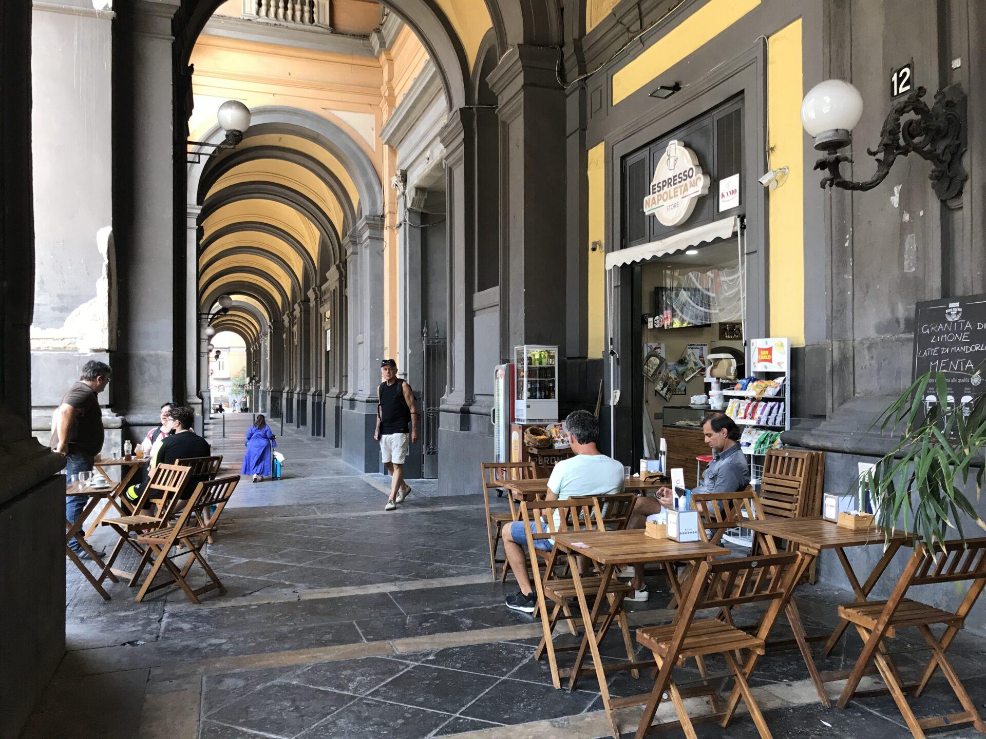 espresso napoletano in der Galleria dei Principi