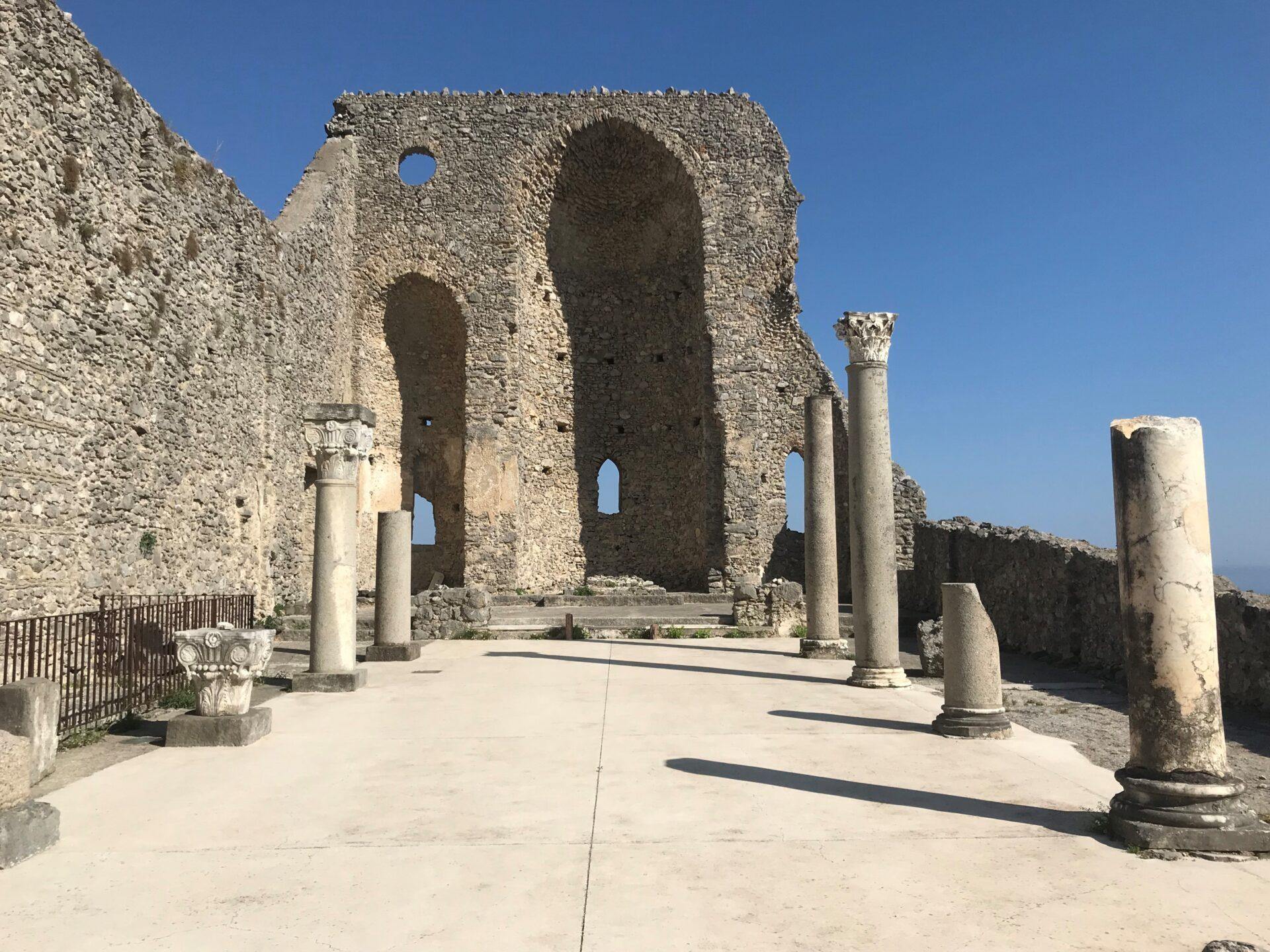 Die Ruine von Sant'Eustachio, Scala